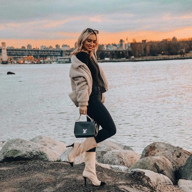 City sunsets💫 @jessicaluxe in the Depp Bootie #rayeallday