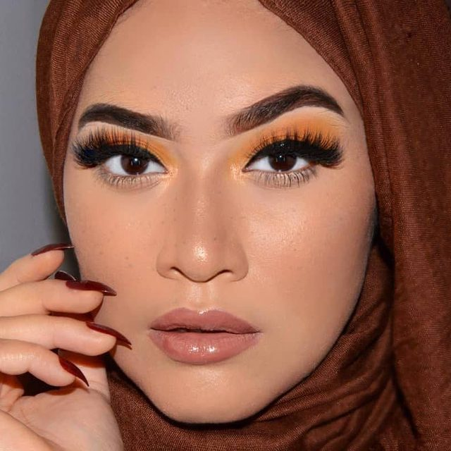 That look you give when you know your makeup is on point 👏  @ladymascara_dxb is a stunning beauty in our popular Fluffn' Whispie lashes. Tap to get the look!  #VelourLashes #liveinlashes