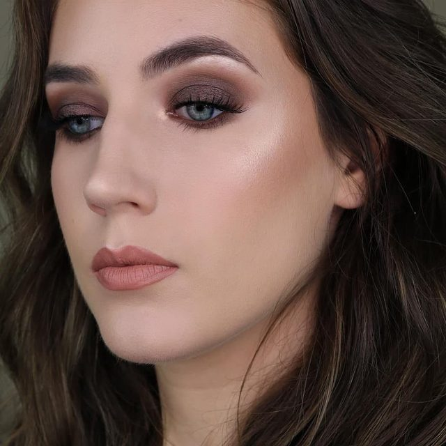 Love how a sweep of brown shadow on the lids can give a smokey eye such an approachable look 😍  @ashnicole.stiles completes this soft glam look with our Would I Lie? lashes.  Available exclusively at @sephora and velourlashes.com! #VelourLashes #EffortlessCollection #liveinlashes