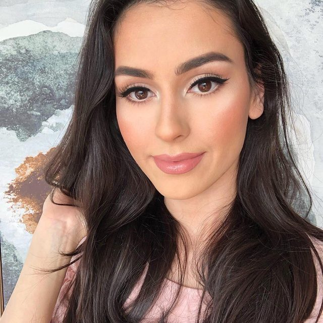 We're head over heels over Velour babe @leenaheravi in our Here To SLAY lashes! 💗  Swear a fluffy, layered lash doesn't get better than this - see for yourself at velourlashes.com. #VelourLashes #torontomua #canadianbeauty #liveinlashes
