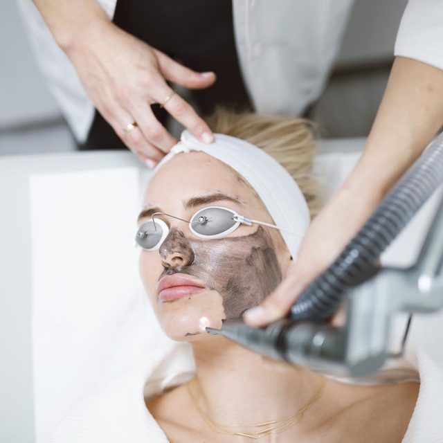 The Carbon Peel 🖤 Strongly Targets the surface layer of the skin and exfoliates to improve texture and clarity. Here are the steps: 1) A carbon lotion is applied to your skin. While it sets, it binds to the top layer of your skin and to impurities with in your pores. 2) The YAG is used to vaporize the combined layer of carbon and skin cells, providing a deep clean and a gentle peel 3) Next, IPL is used to reduce redness, pigment, inflammation and bacteria.  The Results: Clearer, smoother, more radiant skin! Plus, No down time. #skinlaundry #justlaundered #skincare #laserfacial