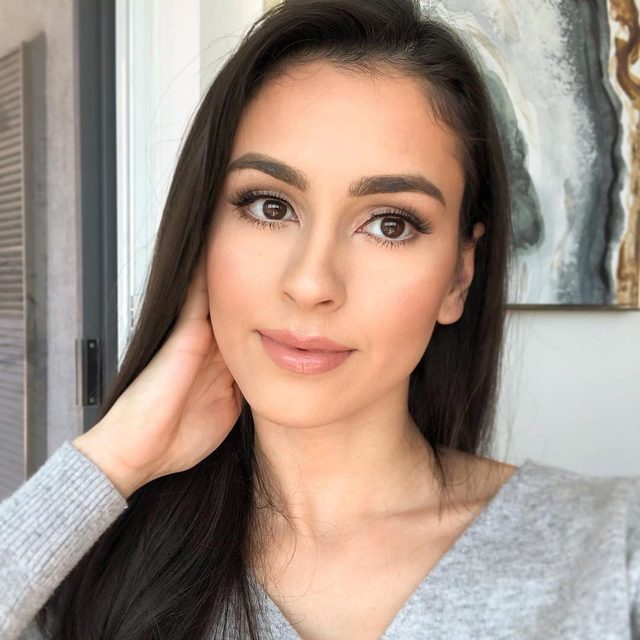 When your lashes are effortless, it just becomes a lifestyle 🧖♀️ @leenaheravi pops on Final Touch in this simply luminous look. Tag us for a chance to be featured!  #VelourLashes #VelourEffortless #EffortlessCollection #liveinlashes