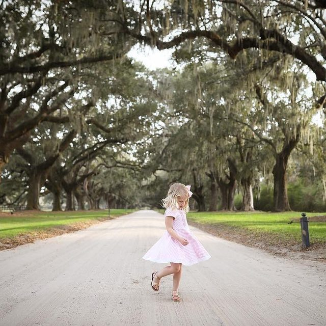 Dancing under the oaks & twirling into the weekend 💗. Happy Friday!   @lewissu50