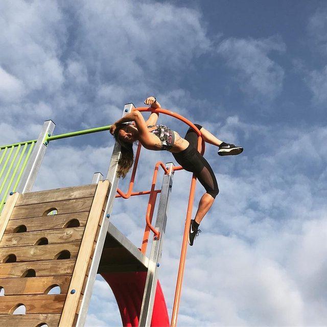 Flying high! @tashysaurus #blackmilkactive #blackmilkclothing #bmsheercombatpants #bmbiologicacrossbackcrop