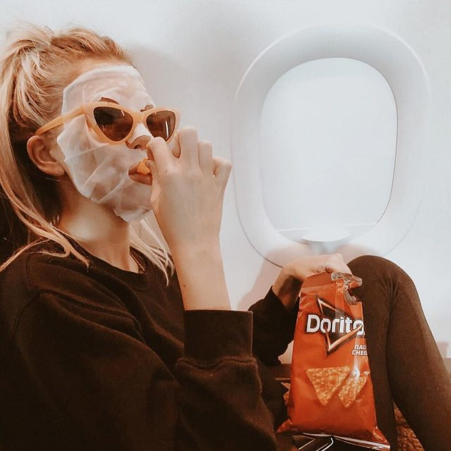 Traveling home from Coachella be like...💯 #hydrate #skincare #maskmonday with @thesaltyblonde