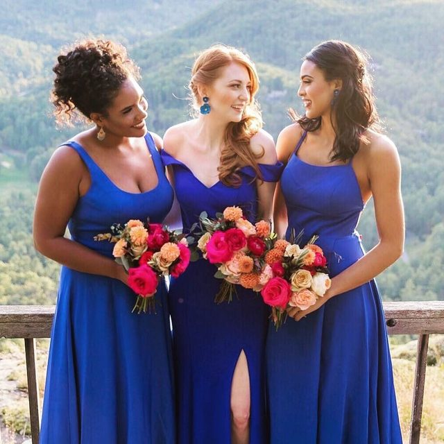 Would your #bridetribe love this electric blue look? 💕 Double tap & TAG them below! | @kleinfeldbridalparty | Design and planning by @emilyclarkeevents | Photo by @brianleahyphoto