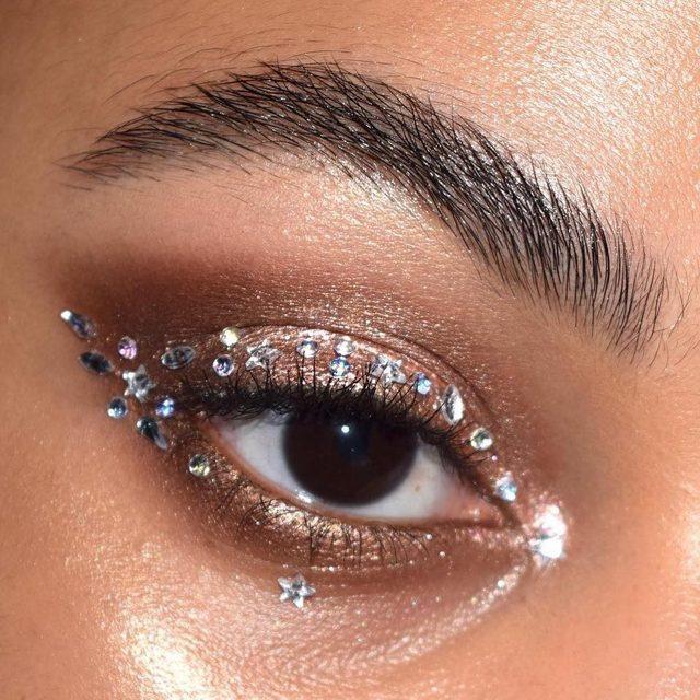 ☀️ @kajabeauty moon crystal sparkling eye pigments in 'goddess', 'tiger's eye', + 'luminary' (the rhinestones are from michael's) . #ad #kajabeauty #festivalmakeup #makeupinspo | @raincornelius