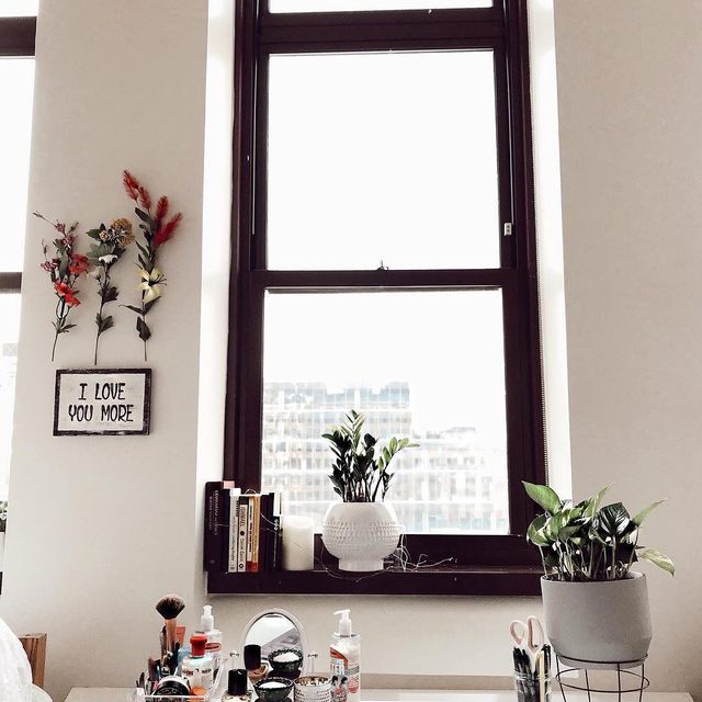 Shout-out to that one corner in your room that always looks good. | Photo by Community Member: @maesonelizabeth