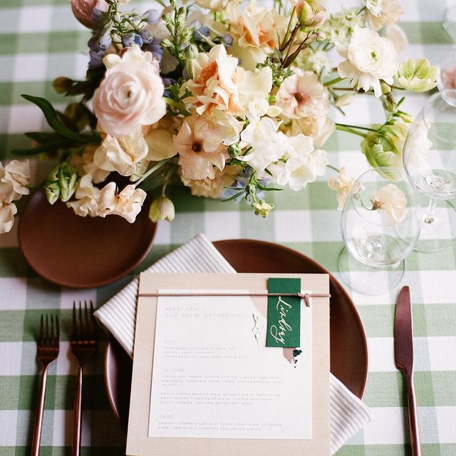 Lovely green #springtable with our #lymechecklinen and #essexlinen Napkins in Kiwi from @vanessanoelevents and @fluidbloom at @marfarm_slo 💚🌿🌸 Photo @cameroningalls #latavolalinen #transformyourtable #patternplay #green #greenspring #dinnerparty #slo #sanluisobispo #rehearsaldinner #soloverly #onthetable