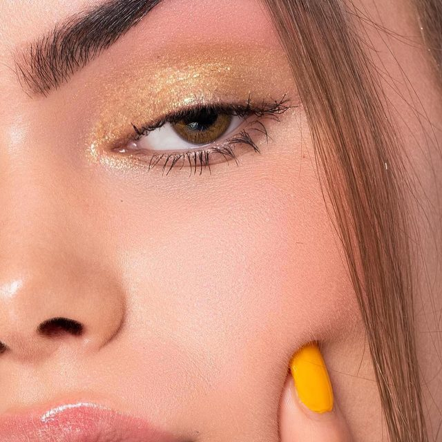 Gilded Honey #goals 🤩🤩! Our Saturday night #vibe  #regram #repost @lilycraigenphotography @Thesurreyschoolofmakeup @9mimmi #beauty #makeup #highlight #glow