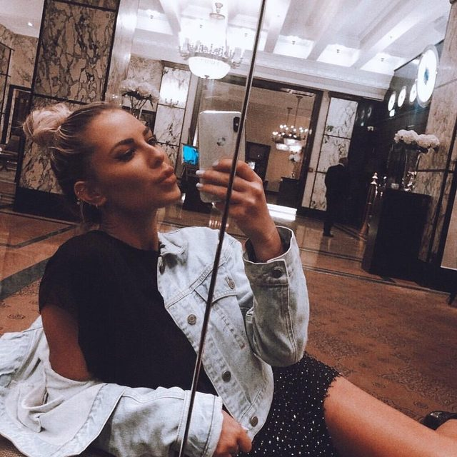 A selfie a day keeps the boys coming my way 💋, @zorannah in the beverly mini #AlwaysA10