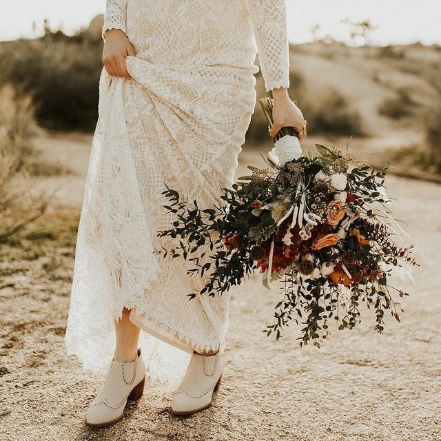 @alysamaebeck said it best, it's all in the details! (tap to shop the Tenley Gown | 📷: @korynphotoandfilm 💐: @magnoliaandlace)