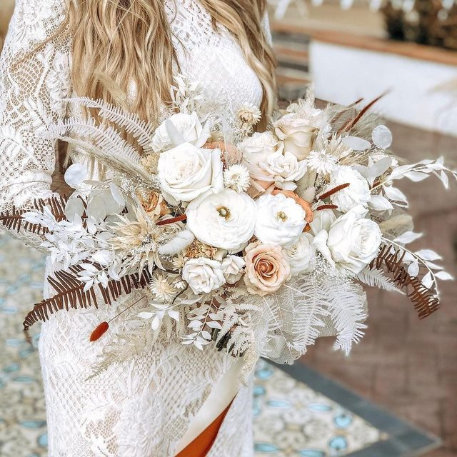 This neural bouquet pairs so perfectly with our boho Tenley Gown! (tap to shop | #regram @magnoliaandlace #BHLDNbride @alysamaebeck 📸: @korynphotoandfilm)