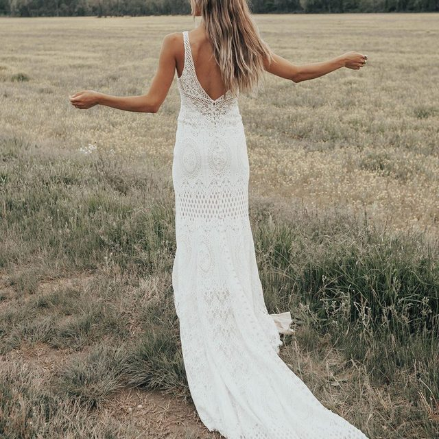 A bohemian beauty for the flower child in you 🌺 (tap to shop the Peoria Gown | 📷: @taylornicolehayden)