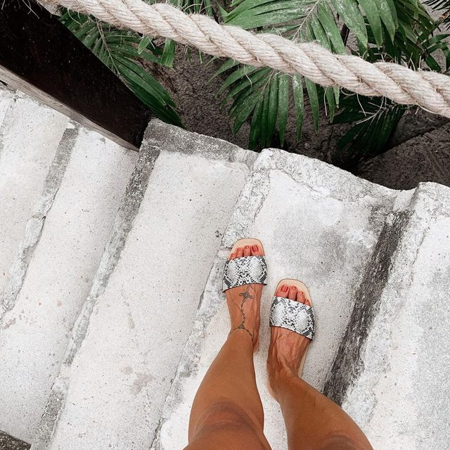 Palm tree dreams 🌴 shop the Houston Sandal with link in bio. #rayeallday