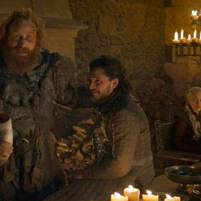 First the Starbucks cup, and now a plastic water bottle!? Crow now to the link in our bio to let us know if you caught the mistake in last night's #GoT finale. (📷: HBO)