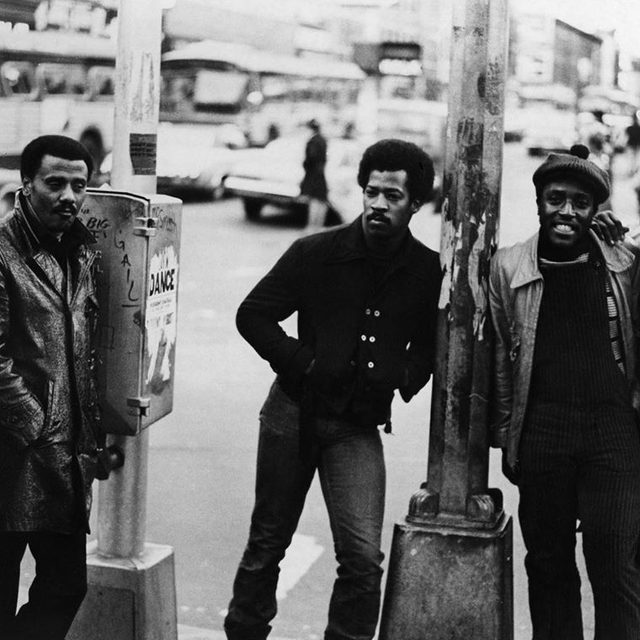 Brooklyn a cappella group the Persuasions are suing Universal Music Group, Warner Music Group, Capitol Records, Sony/ATV Music Publishing, and Concord Music Group for alleged unpaid royalties spanning 48 years. Get the full story in the link in our bio. — 📷 by Charlie Gillett/Redferns
