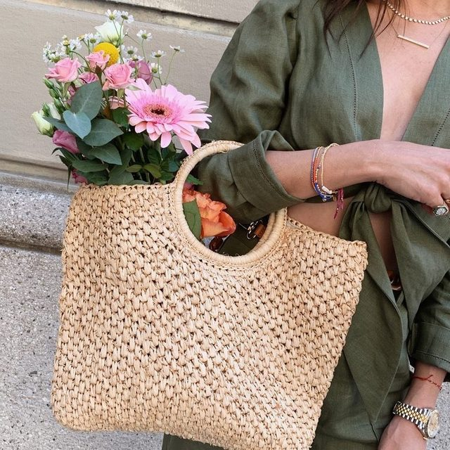 DO: accessorize with fresh flowers, like @jamiejchung 💐