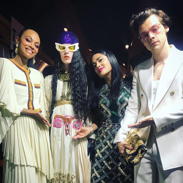 Happy summer to @harrystyles' pastel nails and no one else. 💅🏻 Link in bio for the full breakdown of his #GucciCruise2020 look. ➡️ #regram @salmahayek @jennynails