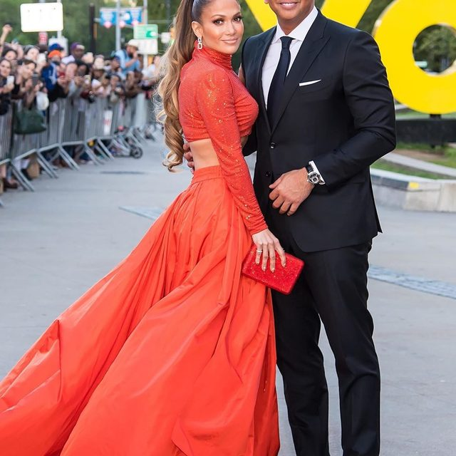 #JenniferLopez and #AlexRodriguez came dressed like fashion royalty to the #CFDAFashionAwards. Link in bio for all the details on J.Lo's #RalphLauren look and a glimpse at her and A-Rod's surprise red carpet kiss. 💋