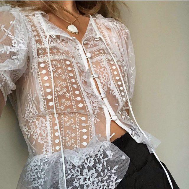 Pretty lady @Jessalizzi in the Limoncella Lace Blouse │ #summer19