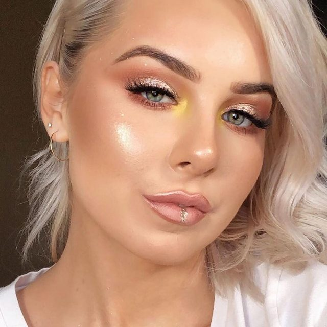 YOU GLOW, GIRL. ✨  @postgorgeous adds a pop of yellow and our Mini Me lashes to make this look shine extra bright!  #VelourLashes #motd #EffortlessCollection #liveinlashes