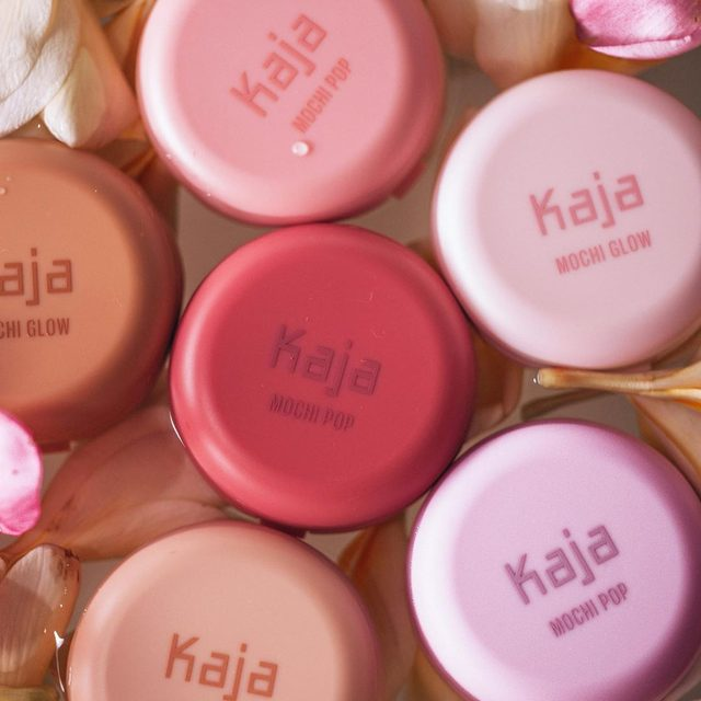 When you can't pick just one... 😻🌺✨#KajaBeauty #MochiPop #MochiGlow #Highlighter #Sephora