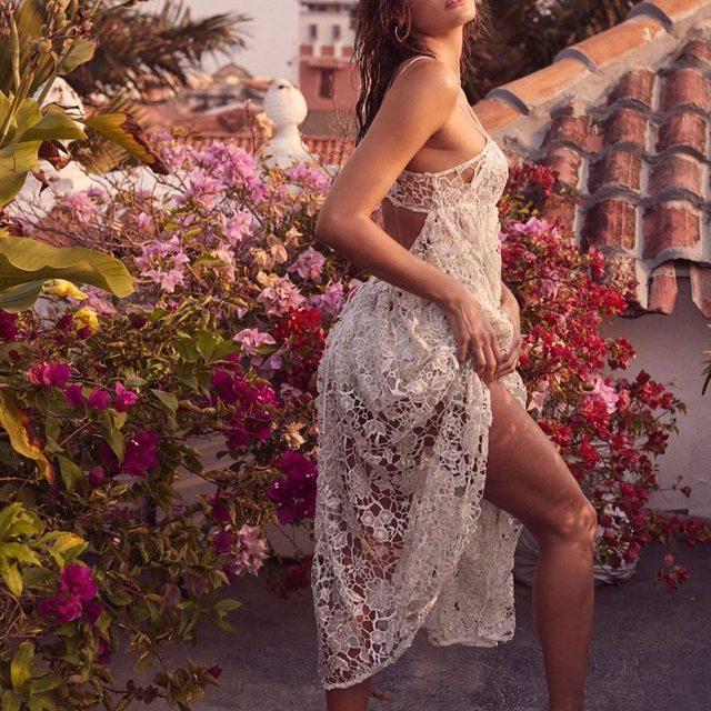 Sun is shining. Weather is sweet. Make you wanna move your dancing feet 🎶 The Sundae Tank Midi Dress #summer19