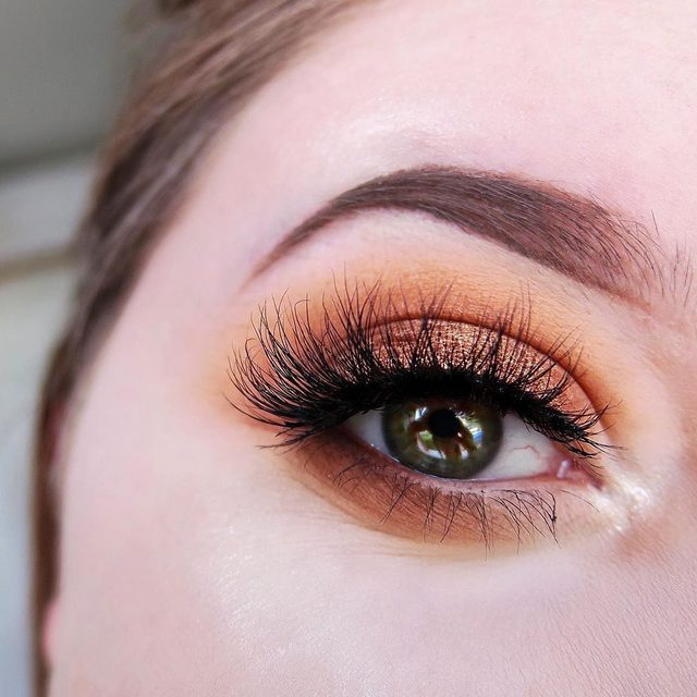 @arosebowman_ with this sunset-inspired #eotd, wearing our whispy, flared See Through lashes. 🌅  Tap to get the look!