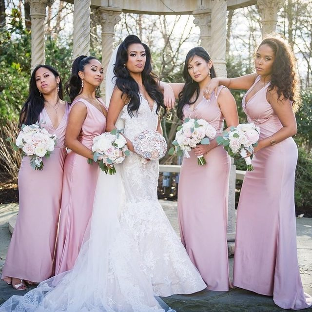 Now THIS is a power pose! We're obsessed with this beautiful #KleinfeldBridalParty | Bride: @lexi_alison