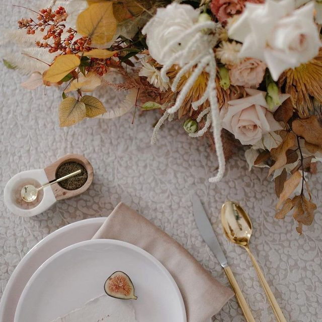 A lovely combination of textures from @winkandwillow and @folklorefarmvt with our #indilinen in Flint and #velvetlinen napkins in Beige 🌾🍂🌸Photography @katiejeanphotos With @chickadeehillevents ⁣⁣⁣⁣⁣⁣⁣⁣⁣⁣⁣ @aldworthmanor ⁣⁣⁣⁣⁣⁣⁣⁣⁣ @onecreative_factory ⁣⁣⁣⁣⁣⁣⁣⁣⁣⁣⁣ #latavolalinen #transformyourtable #weddingplanning #newenglandwedding #weddingdesign #styledshoot #tablesetting #weddingtable #grey #gray #fallwedding #fallcolors #textures #greywedding #newhampshire #newhampshirewedding #harrisville