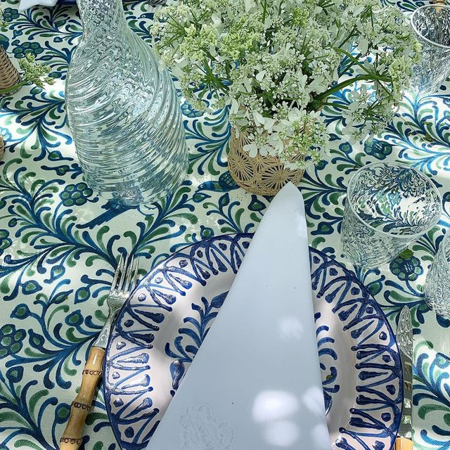 #floralfriday with Queen Anne's lace flowers and our beautiful glassware from Italy.