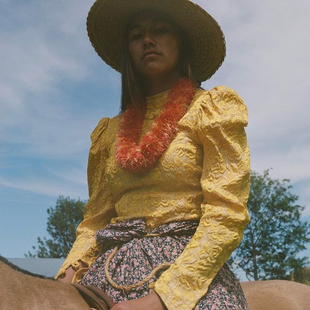The word cowboy may more readily conjure up images of ramshackle saloons and the austere plains of the Wild West, but Hawaiian cowboys actually predate those on the mainland by about half a decade. Tap the link in our bio for a closer look at the pau, the draped skirt that Hawaiian ranch women. Photographed by @thisismayan