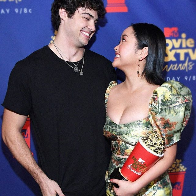 Just when we thought we couldn't be more in love with Lana Condor and Noah Centineo... 😍 #MTVAwards (📸: Getty Images)