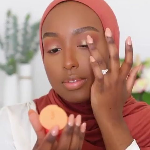 Repost @ayshaharun 😽  Officially obsessed with these cute little Beauty Bento shadows by @kajabeauty 😍🍊✨ They just came out with 4 new sets with both mattes and shimmer 🙌🏾 I used Poppy Champagne on my eyes today, but check my IG stories for swatches of all the new shades! 🌈 Available now at @sephora & @sephoracanada (select shades) 💃🏾 #KajaBeauty #sephora #sephoracanada #kbeauty #sponsored ~ Also Used ~ • Cheeky Stamp Blush in Bossy • Mochi Glow Bouncy Highlighter in Stardust • 2's Company Nude Lipstick + Liner Duo in Daybreak • Heart Melter Lip Gloss Stick in Too Hot