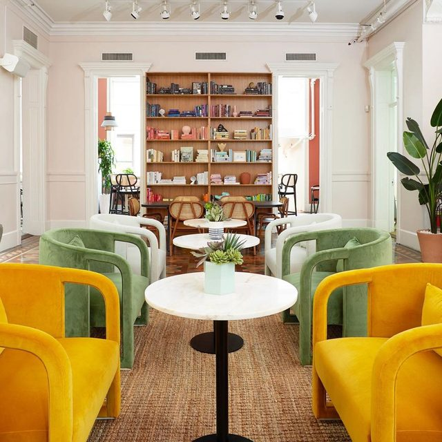 In the just 2.5 years since @the.wing first popped up in NYC, the team behind the women's club has grown from 4 employees to now more than 150. That meant a new HQ with all the quirky details and colorful furnishings we 💛 in their coworking spaces, this time in a four-floor historic neo-Italian Renaissance building you *have* to see🏛 Take a tour of their new office 👉 link in bio 📸 by @torywilliams; design by Laetitia Gorra
