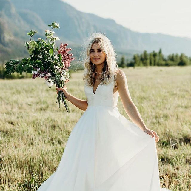 Windswept ethereal beauty ✨ (tap to shop the Octavia Gown | 📷: @jgtcphotography 💐: @solabeeflowers 👰: @aevelynjohnson)