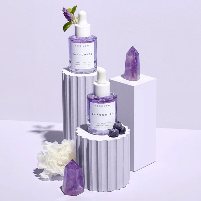 Love the idea of retinol but not the negative side effects? Bakuchiol pronounced Ba-koo-chee-al is a safe, synthetic free non-irritating retinol alternative powered by the Babchi plant to increase cellular turnover at a comparable rate to traditional retinol for smoother, clearer, and fresher skin without the irritation.  Also includes: 💜Tremella Mushroom for intensive natural hydration and skin-plumping. 💜Plant-based PHA's to gently exfoliate the surface of skin while strengthening its barrier function. 💜Blueberry Stem Cells for their rich antioxidant powers. 💜Amethyst Extract to aid in calming the skin. 🔮💜🔮#powerofpurple #bakuchiol #retinolalternative