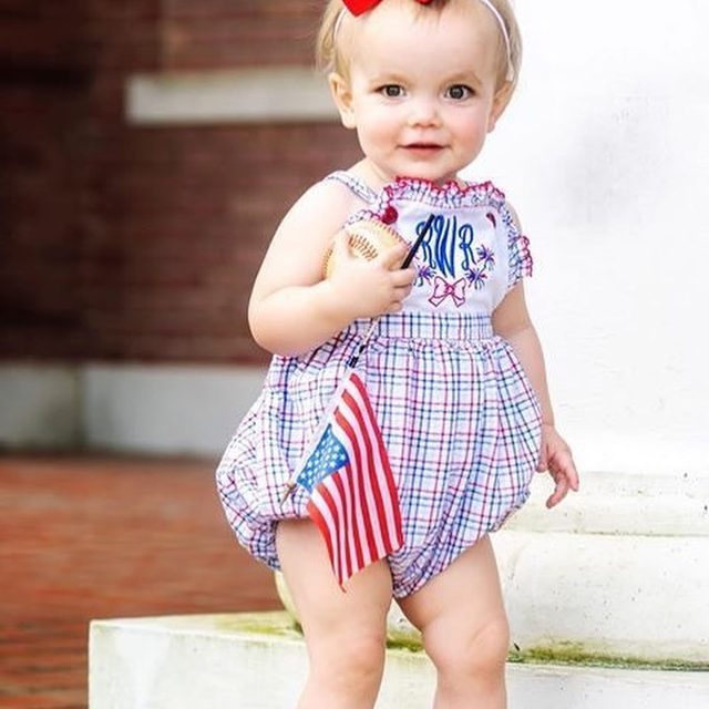 Fourth of July calls for FREE shipping + everything is on SALE 🇺🇸🇺🇸 (@shrimpandgritskids, @ellagraydesigns, @pippalayette).