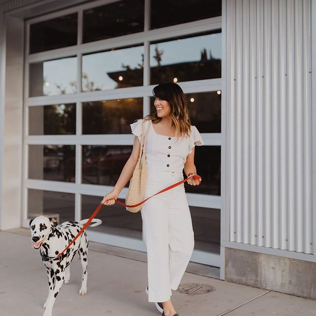 Taking your pup for a walk has never been more comfortable—or stylish. 📷@babesicle #rothysinthewild