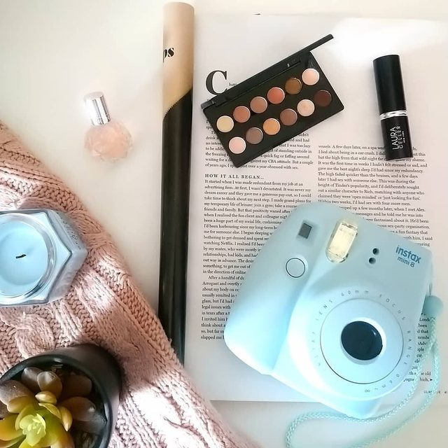 Summer Essentials ✨✔️ What items can't you live without? Comment below!  photo via @beautyamorex  #laurageller #summertime #beauty