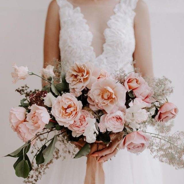 It's all in the details 🌸 (tap to shop the Lange Gown | 📷: @jieru_photography 💐: @winsome_floral 💄: @sarahelizabethface @dara_hhairstylist 👰: @kristenjlopez venue: @pommeradnor)