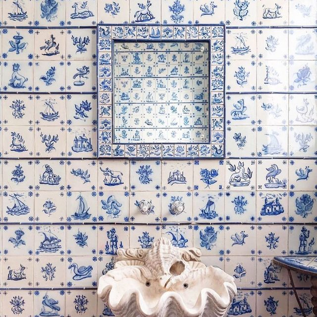 All of this 👌 Lisbon apartment by @rar.studio 🐚 If shells make you happy, shop this edit of cool modern designs 👉 link in bio 📸 via @auguri_auguri and @iamlaurajackson