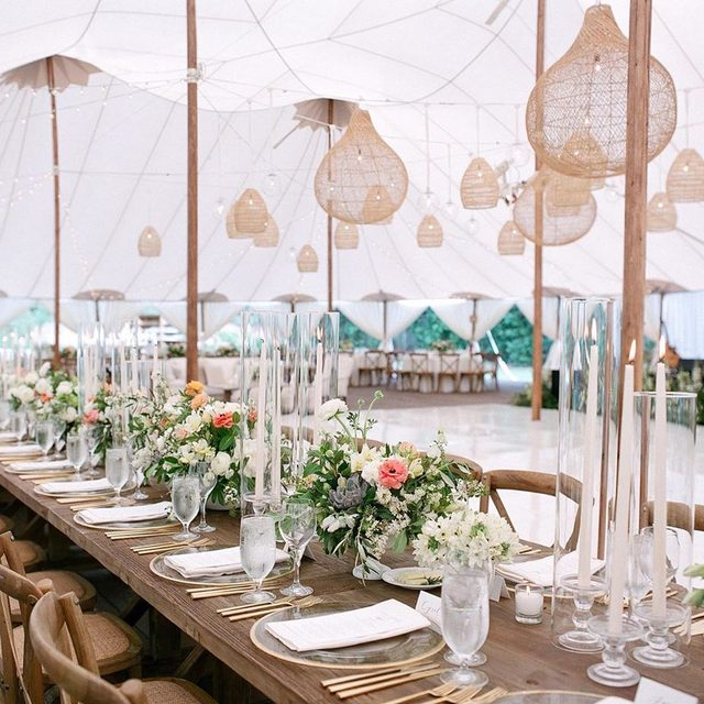 This celebration in California just raised the bar for tent weddings! Head to the #linkinbio to swoon over detail—from the floral-lined ceremony aisle to the bride's stunning wedding dress! 💖#WeddingOfTheDay | 📸: @laciehansen 📋: @alexandrakr 💐: @mindyrice