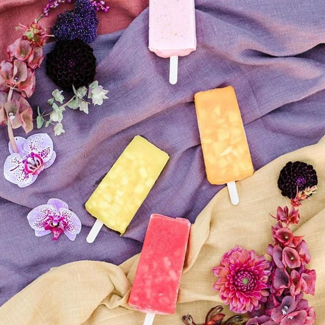 It's officially popsicle weather #summervibes 🍭 A rainbow of our #tuscanylinen from @soo.rew and @goingsteadystudios with tasty treats from @lafrutiletamichoacana 📷 @annadelores #latavolalinen #transformyourtable #tastetherainbow #livecolorfully #brightcolors #summer #linen #linenlife #santabarbara #naturallinen #summertime #summerwedding
