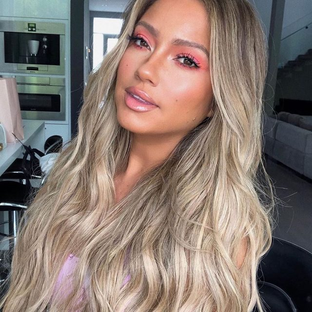 Just peachy 🍊 @jessicaburciaga wearing our Baked Blush-N-Brighten  in Peach Delight.  Makeup by @marinadawngarcia  #laurageller #beauty #motd