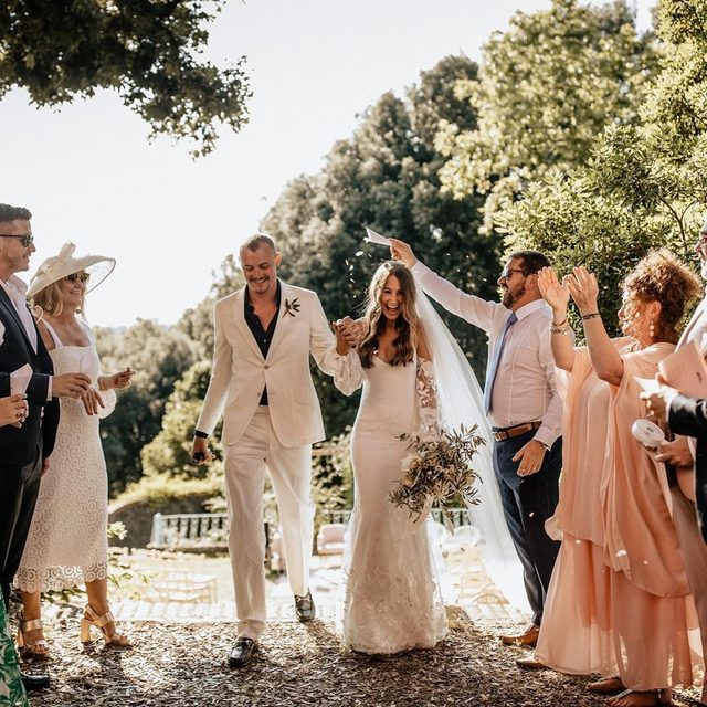 "This wedding in Tuscany has all of our favorite things: cool girl-fashion (hello, her dress! 💃🏻), personalized details (like custom tambourines as place cards), a unique cocktail bar (think DIY espresso martinis 🍸), epic signage (like their ""'till death do us party"" banner 🙌🏻) and a whole lot of love. Head to the #linkinbio for this modern-meets-boho wedding FULL of fresh inspiration! #WeddingOfTheWedding 