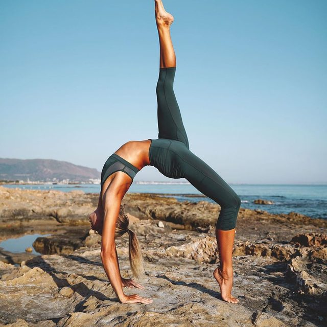 Leggings that are worth bending over backwards for. @amandabisk in the @fpmovement Out Of Your League Legging. #movingtogether