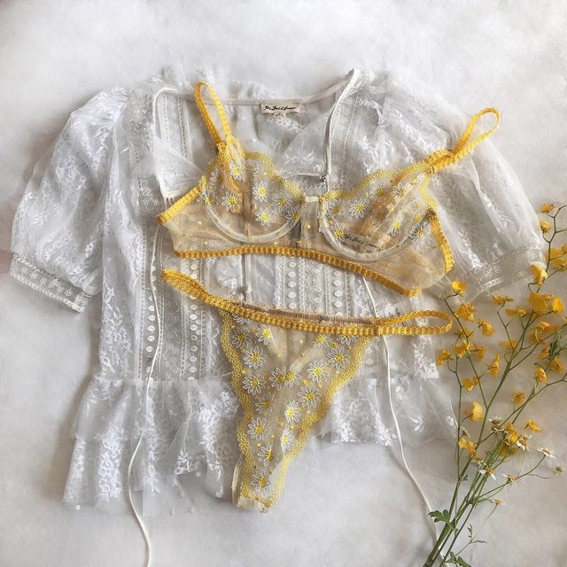 If you have a track record of killing your house plants, here's our solution: the Lemon Drop Lingerie Set. No watering required, but just as beautiful as the real thing 🌼