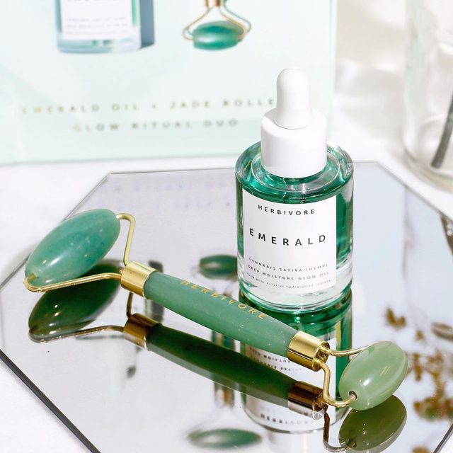 Keep calm and roll your glow on ✨💚✨The Glow Ritual Duo featuring Emerald Hemp Seed Glow Oil and a Jade Roller is now available exclusively at @nordstrom #nsale